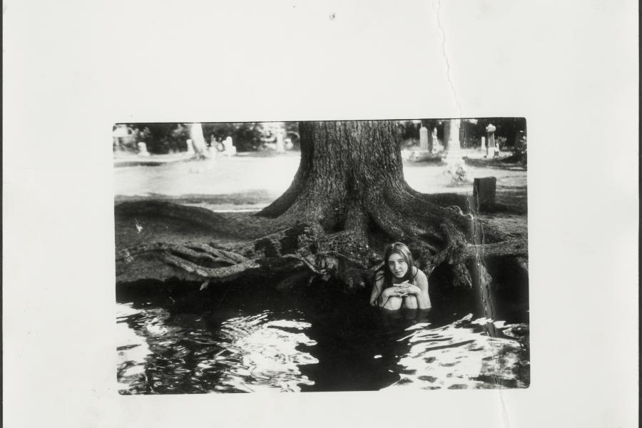 Francesca Woodman, Untitled photograph, circa 1975-1978. Gelatin silver print.  George Lange Collection. Image courtesy George Lange © Estate of Francesca Woodman / Charles Woodman / Artist Rights Society (ARS), New York.